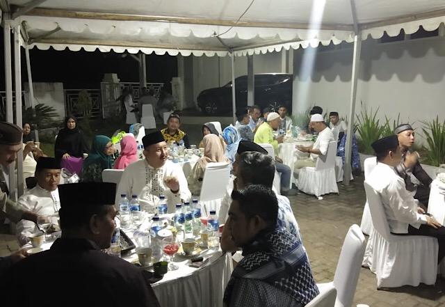 Suasana buka puasa bersama di Rujab Wakil Ketua DPRD Sulsel, Ni'matullah, di Jalan Inspeksi Kanal Abd. Dg Sirua Makassar, Jumat (10/5/2019). (IST)