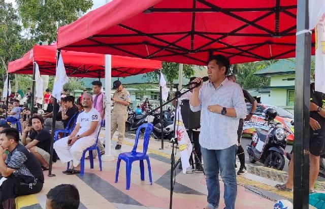 Ketua KONI Kota Palopo, Hairul Salim saat membuka Liga Ramadan 2019 di Lapangan Gaspa Palopo, Selasa (7/5/2019). (IST)