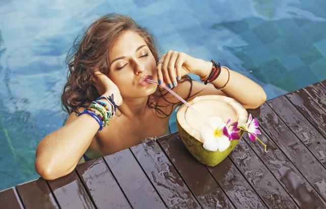 Ilustrasi manfaat meminum air kelapa