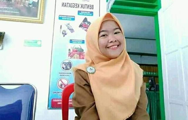 Neneng Kharisma (22) salah satu Petugas Kelompok Penyelenggara Pemungutan Suara (KPPS) TPS 004 Desa Julukanaya, Kecamatan Biringbulu, Gowa (Facebook).