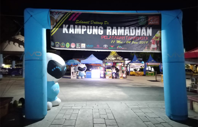 Nuansa pasar Kampung Bulan Ramdhan merupakan ide kreatif Dinas Perdagangan Kabupaten Takalar yang menggaet IKAPPI dan APKI, Minggu (12/5/2019).