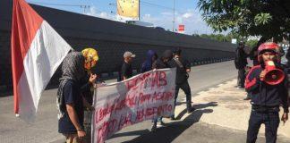 Forum Pemuda dan Mahasiswa Bersatu (Fopmab) saat melakukan aksi di Kejati Sulselbar, Senin (17/6/2019)