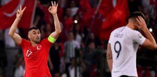 Pemain Timnas Turki, Burak Yilmaz (kiri) melakukan selebrasi usai gol melawan Prancis pada kualifikasi Euro 2020. (Foto: Getty Images via UEFA)