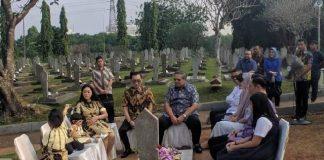 Presiden RI ke-6, Susilo Bambang Yudhoyono (SBY) berziarah ke makam istri, Ani Yudhoyono, di Taman Makam Pahlawan Kalibata, Jakarta Selatan, Rabu (12/6/2019). (Foto: Detik)