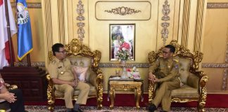 Mantan Bupati Pinrang Andi Aslam Patonangi bersama Gubernur Sulsel Nurdin Abdullah.