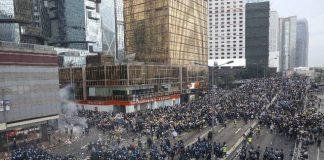 Puluhan ribu warga Hong Kong turun ke jalan pada Rabu (12/6/2019) untuk menolak Rancangan Undang-undang Ekstradisi. (Foto: SCMP)