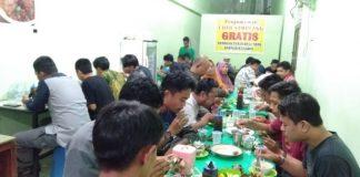 Suasana Warung Coto Sampeang yang dipadati para pelanggan yang berpuasa Syawal. (Berita.news/ACP)
