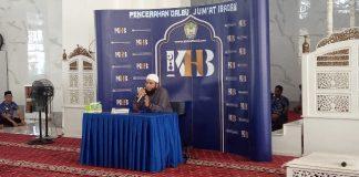 Jumat Ibadah bersama Ustad Khalid Basalamah di Masjid Agung Syekh Yusuf, Gowa.(Berita.news/ACP)