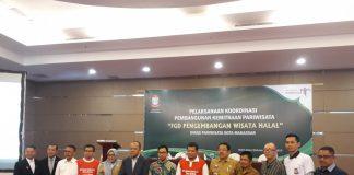 Sesi foto bersama usai pelaksanaan FGD Dispar Kota Makassar bersama Pj Wali Kota Makassar Dr M Iqbal S Suhaeb di Hotel Aston, Selasa (23/7/19)(BERITA.NEWS/Ratih Sardianti Rosi).
