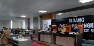 Pemeriksaan pengusaha Hajra Arsyad di sidang Hak Angket DPRD Sulsel, Selasa (30/7/2019). (BERITA.NEWS/Andi Khaerul)