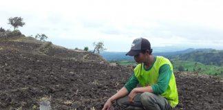 Yusuf, Petani Bawang Desa Kayu Loe. (Berita.news/Fitriani Aulia Rizka).