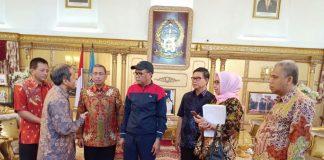 Pertemuan Gubernur Sulsel Nurdin Abdullah dan Dirut Energi Equity Epic Sengkang, Andi Ryianto. (Berita.news/KH).