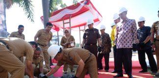 Wakil Bupati Gowa, Abd Rauf Malaganni saat melakukan peletakan batu pertama revitalisasi kawan Museum Balla Lompoa dan Istana Tamalate. (Berita.news/ACP)