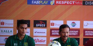 Pelatih Persebaya Surabaya Djajang Nurdjaman (Kanan).(Berita.news/Alfiandiz).