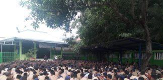 Ribuan Siswa dan Guru sMPN 3 Sungguminasa melantunkan dzikir dan doa bersama untuk kesembuhan Mantan Bupati Gowa dua periode, Ichsan Yasin Limpo. (Berita.news/ACP).