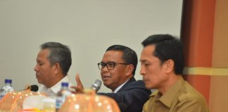 Kadis Bina Marga Prof Rudi dan Gubernur Sulsel Nurdin Abdullah. (Berita.news/KH).