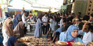 Suasana Sedekah Jumat Pekanan di Masjid Babul Jannah, Jalan Urip Sumohardjo No.23, Jumat (26/7/19). (BERITA.NEWS/Ratih Sardianti Rosi).