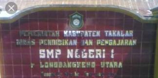 Papan nama SMP Negeri 1 Polut. (BERITA.NEWS/Hasrullah).
