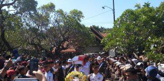 Foto. upacara Pemakaman Ichsan Yasin Limpo. (BERITA.NEWS/KH).