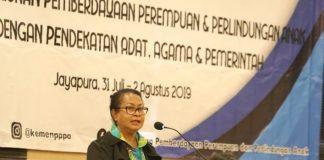 Menteri Pemberdayaan Perempuan dan Perlindungan Anak (PPPA), Yohana Yembise saat melakukan pertemuan dengan tokoh adat, tokoh masyarakat dan pemerintah wilayah Papua dan Papua Barat di Jayapura, Kamis (1/8/2019). (BERITA.NEWS).