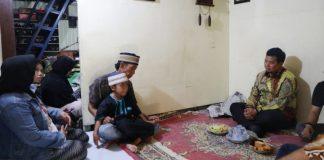 Pj Wali Kota Makassar, Iqbal Suhaeb mengunjungi kediaman Lina di Jalan Rajawali 1, Lorong 10, Sabtu (110/8/2019). (BERITA.NEWS/Ratih Sardianti Rosi).