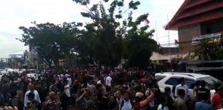 Aksi Unras didepan gedung DPRD Sulsel. (BERITA.NEWS/KH).