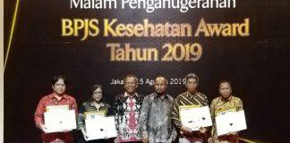 Direktur RS Maryam Citra Medika Dr. H. A. Rivai Ibrahim (ujung kanan) saat menerima penghargaan sebagai rumah sakit teladan tingkat nasional, beberapa hari lalu di Jakarta. (BERITA.NEWS/Abdul Kadir).