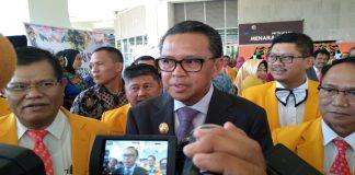 Gubernur Sulsel Nurdin Abdullah di dampingi Rektor UNM Husain Syam. (BERITA.NEWS/KH).
