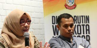 Kepala Bidang Peternakan DP2 Kota Makassar, Andi Herliyani (kiri) dan Dirut Operasional RPH Kota Makassar Ahmad Susanto (kanan) saat menjadi narasumber pada dialog rutin Wali Kota di Cafe Iconik, Kamis (8/8/2019).(BERITA.NEWS/Ratih Sardianti Rosi).