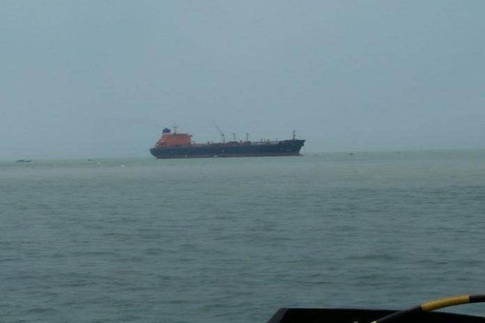 Senin (30/9/2019), sebuah kapal tanker khusus memuat minyak mentah standby di perairan Pulau Bunyu, Kabupaten Bulungan, Provinsi Kalimantan Utara (Kaltara) milik PT Pertamina. (BERITA.NEWS)