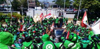 Demonstrasi Aliansi Solidaritas Driver Ojol Makassar Tolak Permintaan Bos Taksi Big Blue. (BERITA.NEWS/KH).