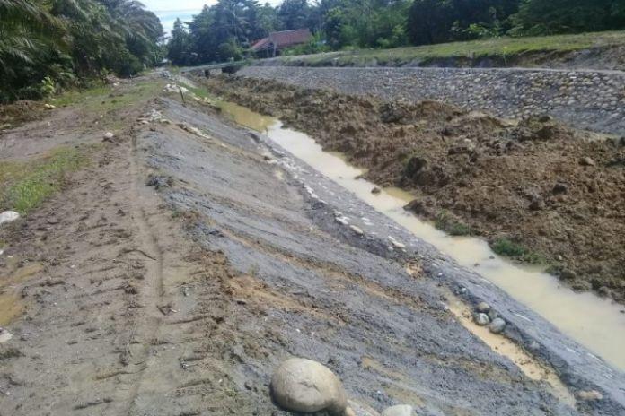 Proyek pembangunan jaringan irigasi D.I Kalaena, Kabupaten Luwu Timur, Sulawesi Selatan.