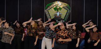 Puluhan Mahasiswa Singapore saat di jamu oleh Bupati Gowa di Baruga Tinggimae. (BERITA.NEWS/Putri).