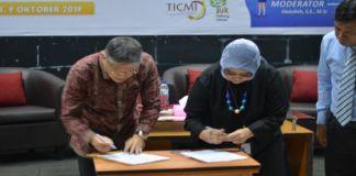 penandatanganan Mou oleh Rr Prasetiowati Kutra selaku Head of Program TICMI dan Dr. H. Mashur Razak S.E., M.M. Ketua STIE Nobel Indonesia di Ballroom Stie Nobel lantai 2. (BERITA.NEWS/Ratih Sardianti Rosi).