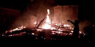 Rumah Milik Nawi (68) hangus terbakar rata dengan tanah. (BERITA.NEWS/IL).