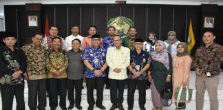 Kunjungan DPRD Kabupaten Sinjai Provinsi Sulawesi Selatan ke Kabupaten Gowa disambut langsung Sekda Gowa, Muchlis bersama jajaran. (BERITA.NEWS/Putri).