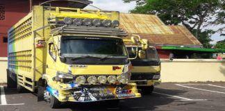 Barang bukti Laka lantas, Mobil Truck terparkir di Mapolres Bantaeng. (BERITA.NEWS/Saharuddin).