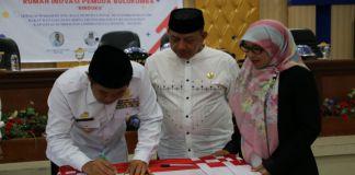 Bupati Bulukumba menandatangani Berita acara launcing rumah inovasi pemuda. (BERITA.NEWS/IL).