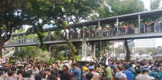 Aksi demo BEM SI Tuntut janji Jokowi di Patung Kuda Jakarta Pusat. (BERITA.NEWS/JUN).
