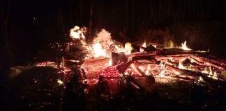 Situasi kebakaran rumah warga di Balumhung Babtaeng yang sudah hampur rata dengan tanah. (BERITA.NEWS/Saharuddin).