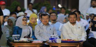 Iqbal Suhaeb bersama mantan Wakil Presiden Republik Indonesia (RI), Jusuf Kalla saat menghadiri family gathering di Nipah Mall. (BERITA.NEWS/Ratih Sardianti Rosi).