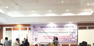 Penyerahan sertifikasi kompetensi kepada mahasiswa Patria Artha. (BERITA.NEWS/Andi Khaerul).