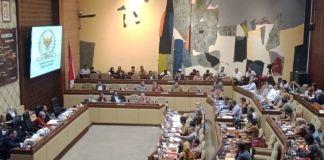 KPU rapat dengan komisi II DPR RI. (BERITA.NEWS/Muhammad Srahlin).