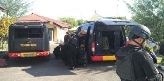 persiapan tim Gegana Polda Sulsel sebelum melakukan penyisiran lokasi ledakan. (BERITA.NEWS/Wahyu Adi Saputra).