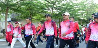 Gubernur Sulsel Nurdin Abdullah bersama PJ Walikota Makassar dan Pangdam saat ikut jalan santai. (BERITA.NEWS/Andi Khaerul).