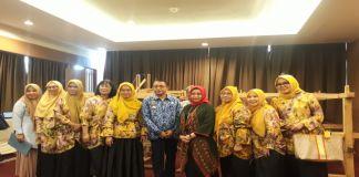 Kadis Perdagangan kota makassar, Andi Muhammad Yasir dan ketua Dekranasda Kota Makassar, Murni Iqbal di Hotel Ramedo. (BERITA.NEWS/Ratih Sardianti Rosi).