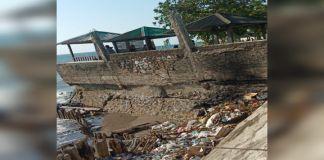 Tumpukan sampah dibibir pantai wisata Bintang Galesong (BERITA.NEWS/Sahabuddin Jaya).