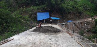 Kondisi jembatan Kasangngi di Desa Pa'ladingang, Kecamatan Botolempangan, Kabupaten Gowa yang kini sudah mencapai 92,31 Persen. (Foto: BERITA.NEWS/Putri).