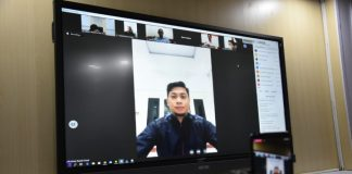 Bupati Gowa, Adnan Purichta Ichsan saat melakukan video konferensi bersama awak media dan forkopimda Gowa. (Foto:ist).