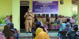 Kepala Dinas Perumahan Kawasan Permukiman dan Pertanahan (Perkimtan) Kabupaten Gowa, Abdullah Sirajuddin saat bertemu warga Kelurahan Parangbanoa, Kecamatan Pallangga. (Foto: ist).